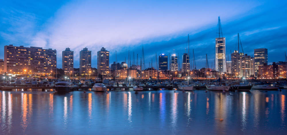 """Montevideo """"by night"""""""