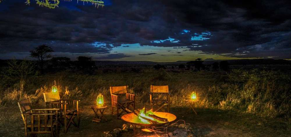 Feu de Camp dans la Savane du Serengeti