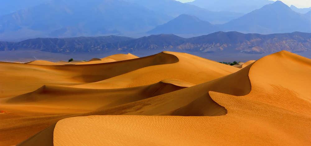 Sand dunes in Death Valley, California, USA.jpg